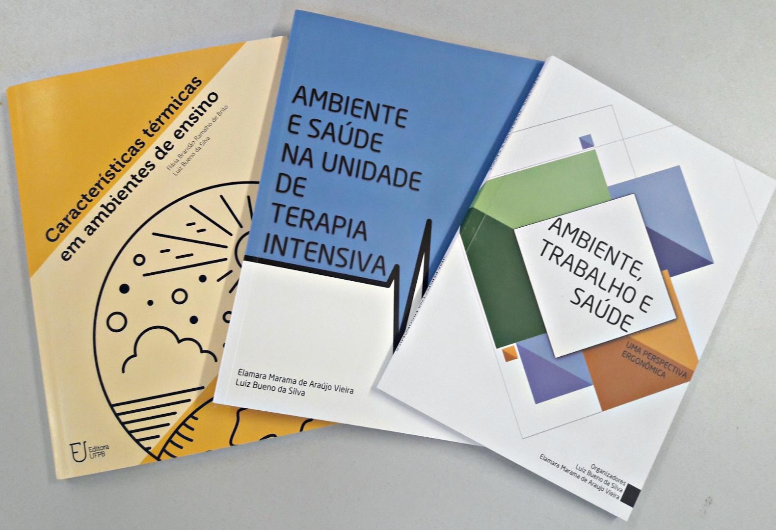 3 livros.jpg